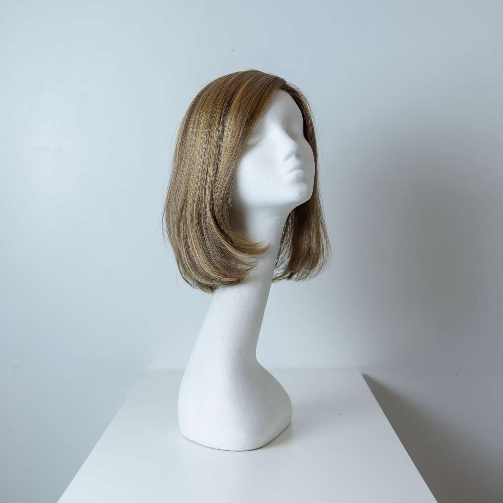 Parrucca capelli misti media lunghezza castano chiaro lisci donna_fronte_Leoni-Zazzera