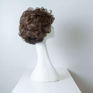 Parrucca capelli sintetici corti castani mossi_retro_Leoni-Zazzera