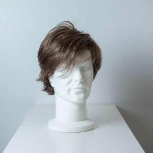 Parrucca capelli sintetici corti castano chiaro uomo_fronte_Leoni-Zazzera