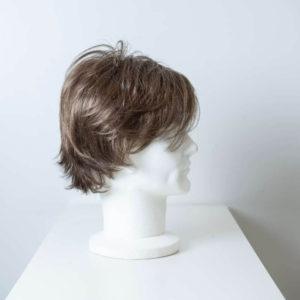 Parrucca capelli sintetici corti castano chiaro uomo_retro_Leoni-Zazzera