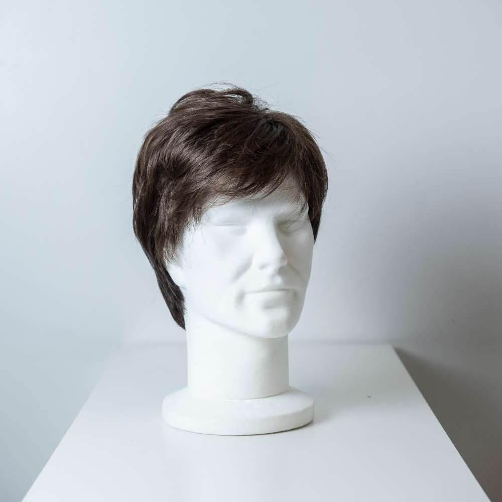 Parrucca capelli sintetici corti castano scuro uomo_fronte_Leoni-Zazzera