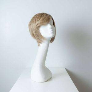 Parrucca capelli veri corti biondi lisci donna_fronte_Leoni-Zazzera